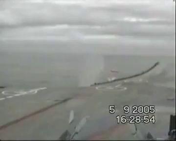 Падение самолета с авианосца