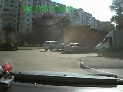 ДТП во дворе Октябрьское шоссе 5
