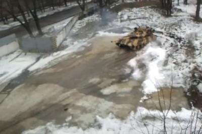 Полицейский разворот танка Т-64Е.