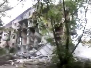г.Березники ул.Юбилейная,68. Экскаватор самоубийца.