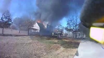 Тушение пожара - вид от первого лица