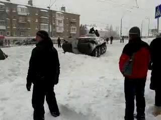Киев. Снег. Коллапс. Проспект Победы, Святошино. БТР :)