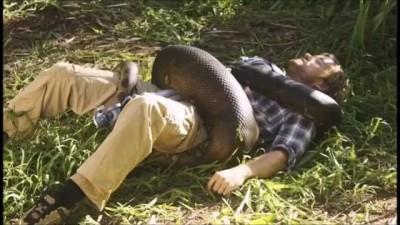 Giant Anaconda vs Man
