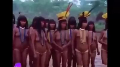 พิธีแสดงความแข็งแรงของหญิงสาวเผ่ายาโนมามิเพื่อเลือกสามี - สารคดีชีวิตคนป่า