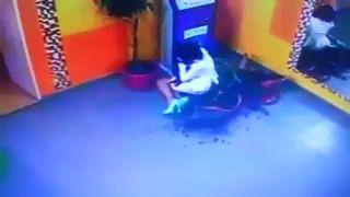 упала