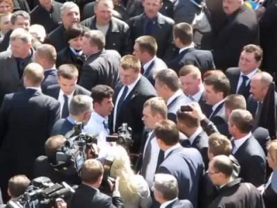 На Вінниччині Віктору Януковичу цілували руки