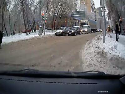 ДТП, пешеходы и несоблюдение дистанции идущих сзади
