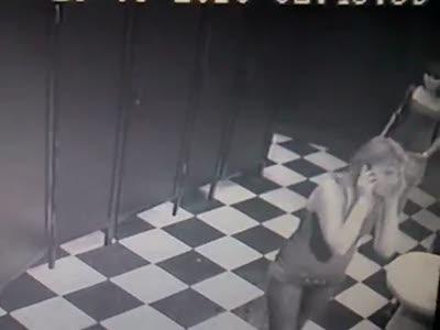 Камера наблюдения в ночном клубе