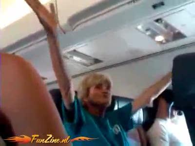 Упоротая бабка в самолете