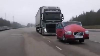 Тест экстренного торможения фуры Volvo с 40 тоннами груза в кузове