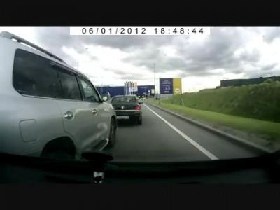 О хамстве на дорогах и пользе видеорегистраторов.wmv