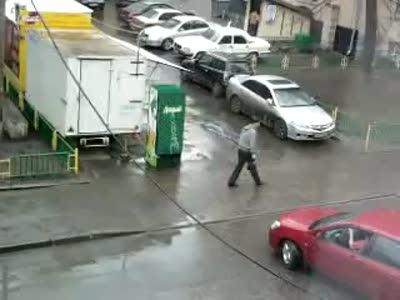Кабель упал на дорогу