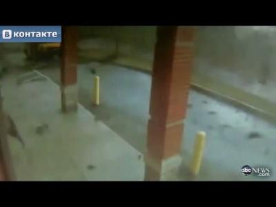 Торнадо развалил школу