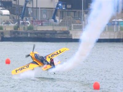 На волоске от смерти Red Bull Air Race World 2010