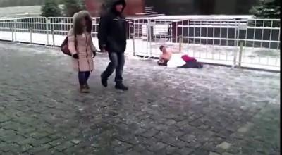 Обнаженный мужчина посягнул на место Ленина на Красной площади