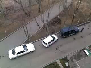 Как паркуется девушка!