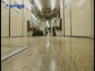 Интересное поведение скрепок в метро