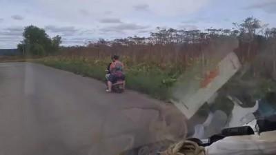 Скутер и женщины на нем