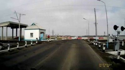 Полиции закон не писан [Ж/д переезд, Павлодар]