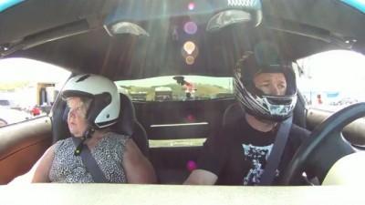 Прокатил маму на Corvette Z06
