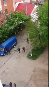 Луганск нападение вооруженных повстанцев