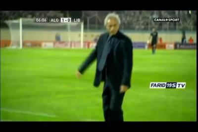 Тренер сборной Алжира финтит на бровке.