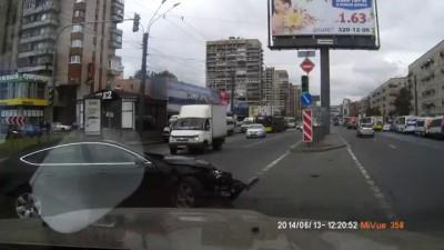 Авария, угол Ленинского пр. с б-р Новаторов, 13.06.14