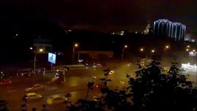 На западе Москвы во время движения загорелся автомобиль