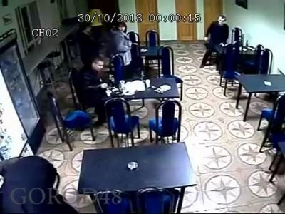 В Ельце трое молодых людей разнесли кафе