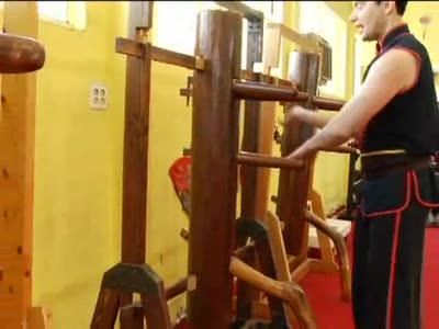 Beginning Wing Tsun Techniques : Practicing Wing Tsun on a Woo