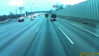 Hyundai Porter спровоцировал массовое ДТП на МКАДе и сбежал
