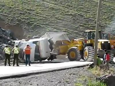 Зачем трактор спас грузовик