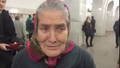 Бабушка Лида в метро