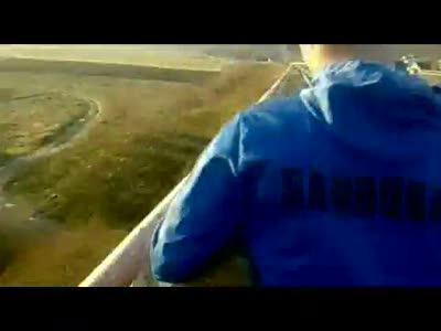 Падонок бросил собаку с моста