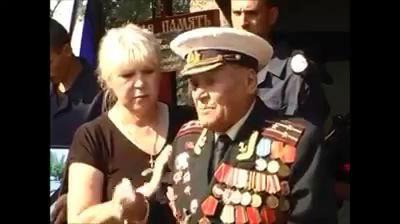 Дед ,ветеран Отечественной войны ,хоронит внука убитого на Донбассе mp4