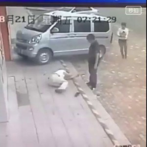 Сначала сбил на машине а потом еще и порезал