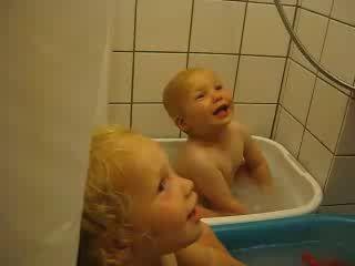 В ванной с папой