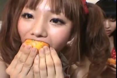Китайцы мандаринки жрут