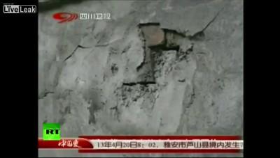 2 . Мощное землетрясение в Китае: свыше 150 погибших ...