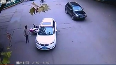 LiveLeak - People Lift Car to Free Trapped Accident Victim