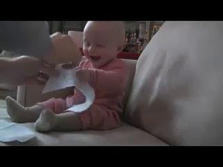 Ребенок и бумажка