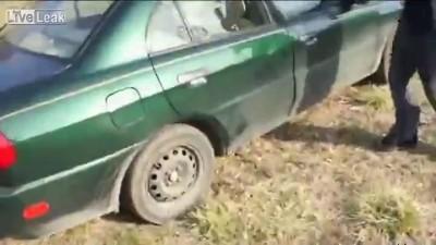 Попытка разбить головой автомобильное стекло
