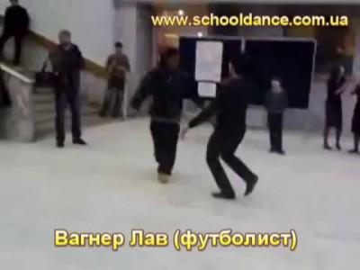 Смотрите кто танцует Лезгинку