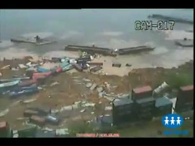 Порт в Бразилии обрушился в море
