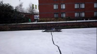 Проверил на прочность лед