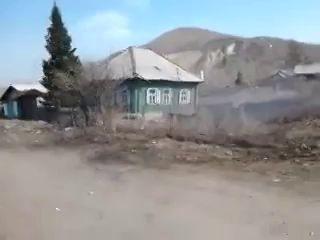 Жилой дом провалился под землю