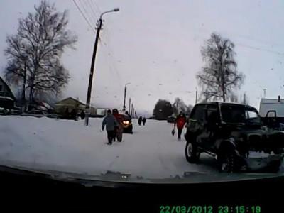 Задавил мать с ребенком на снегоходе