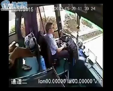 Водитель спас пассажиров