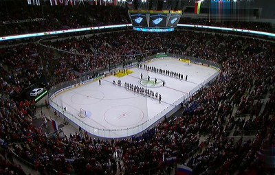 Весь стадион поёт гимн России