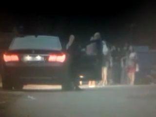 Федеральный чиновник снимает проституток